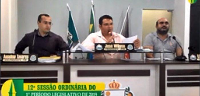 Secretário de educação usa tribuna livre e Câmara aprova emenda à LDO em 2º turno